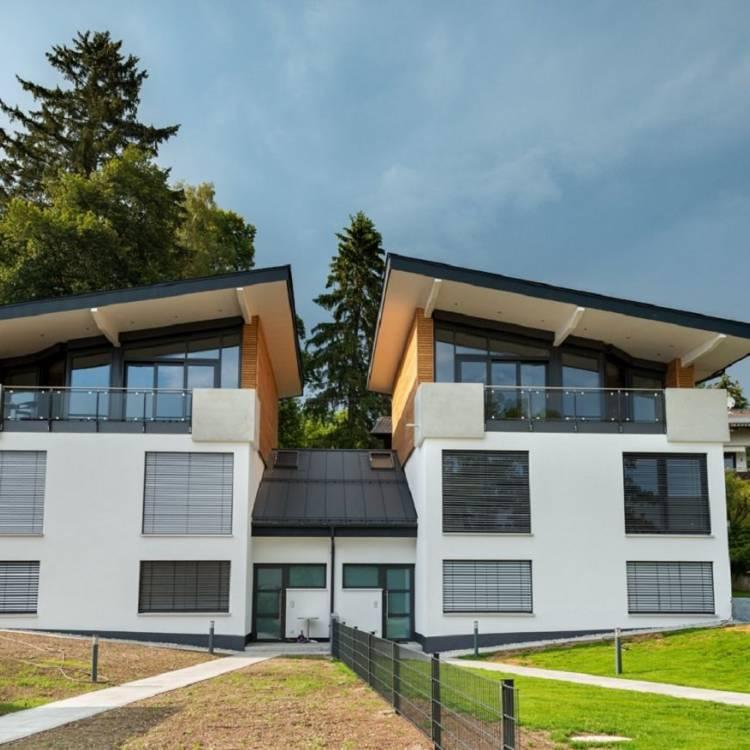 Neubau eines Doppelhauses mit zwei Garagen und zwei Stellplätzen